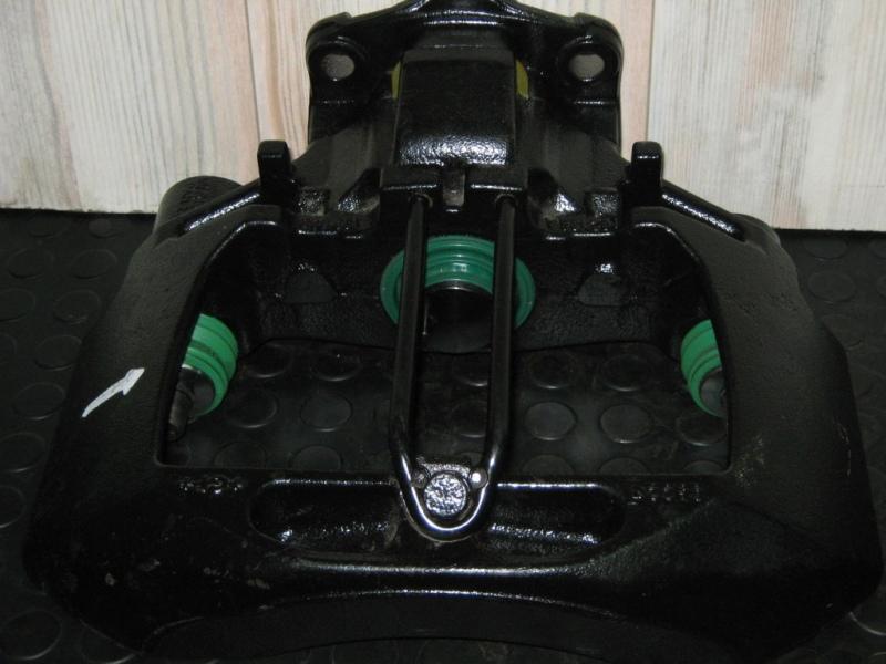 Brzdový strmeň pravý L2000, 1996 -  (PAN-17) www.tirshop.sk Repasovaný diel