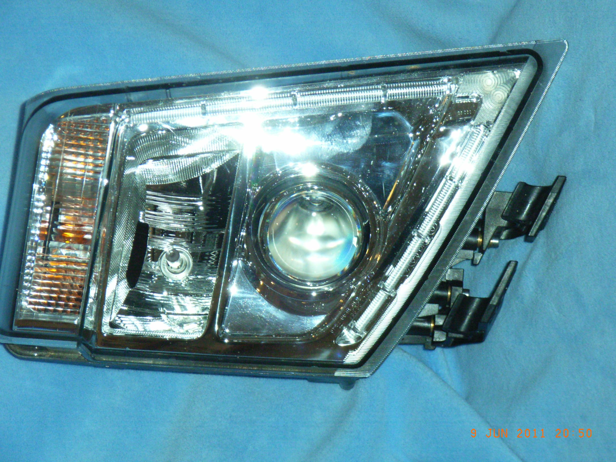 Svetlo bixenón Volvo nový typ (R) (Originál) www.tirshop.sk